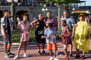 """BLACK-ISH - """"VIP"""" - Dre decides to take his family to Walt Disney World on the magical, first-class vacation experience he was never able to have as a kid. With the help of a VIP tour guide, Dre and the kids take full advantage of their VIP status. Meanwhile, Bow, Pops and Ruby set off on their own adventure at Walt Disney World, on the season three premiere of """"black-ish,"""" WEDNESDAY, SEPTEMBER 21 (9:31-10:00 p.m. EDT), on the ABC Television Network. (ABC/Todd Anderson) MARCUS SCRIBNER, YARA SHAHIDI, TRACEE ELLIS ROSS, ANTHONY ANDERSON, MILES BROWN, MARSAI MARTIN, LAURENCE FISHBURNE, JENIFER LEWIS"""